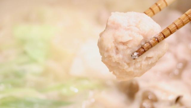 鳥団子鍋の団子の写真