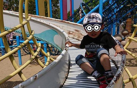 4歳息子とすべり台