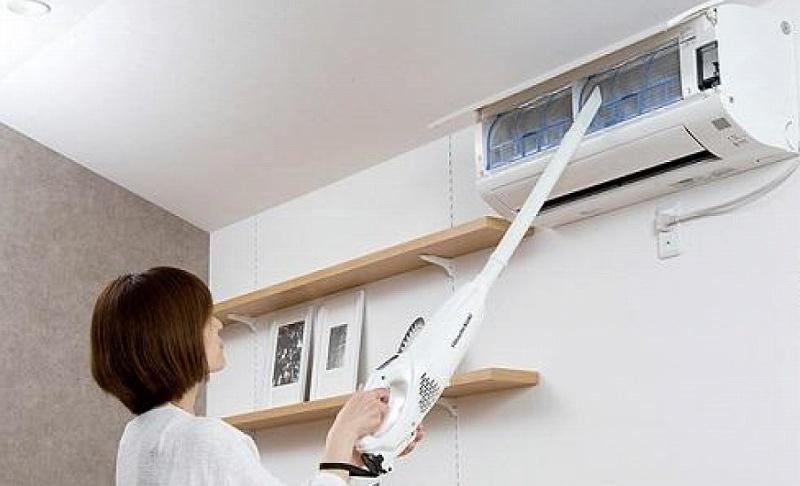 HiKOKIスティッククリーナーでエアコン掃除